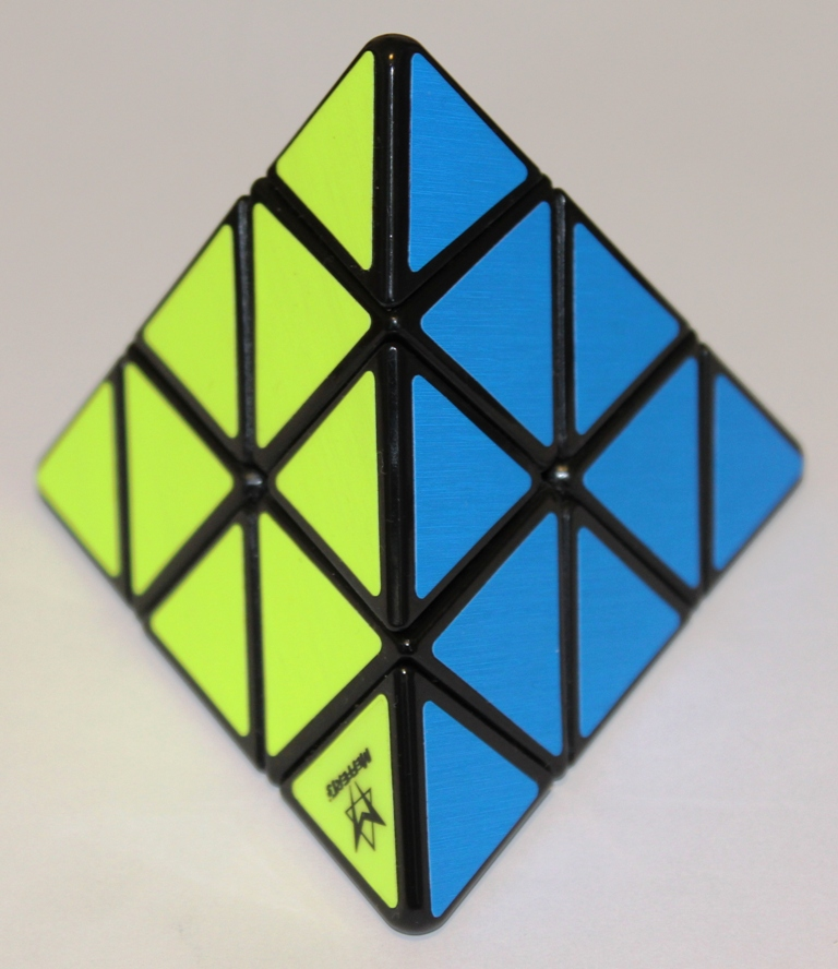 Pyraminx yellow blue